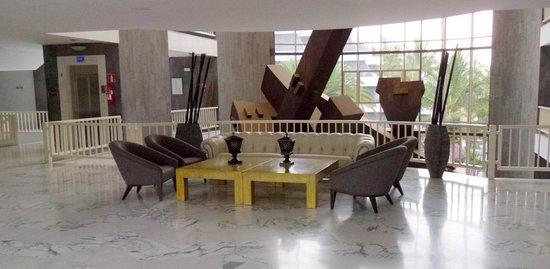 Suite Hotel Fariones Playa: Foyer