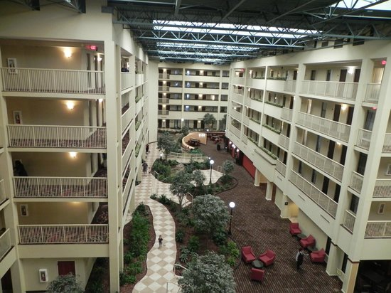 Embassy Suites by Hilton Philadelphia Airport : Hotel lobby