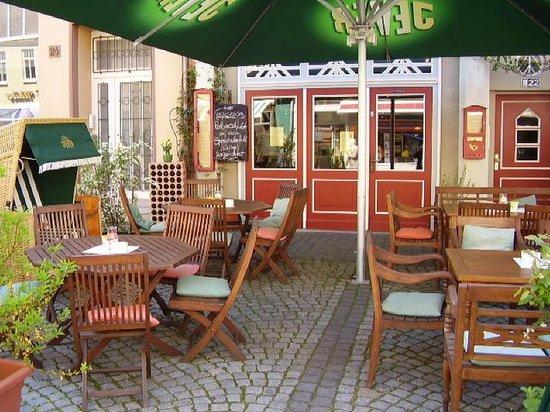 Gasthaus Sankt Martin: Jever Biergarten