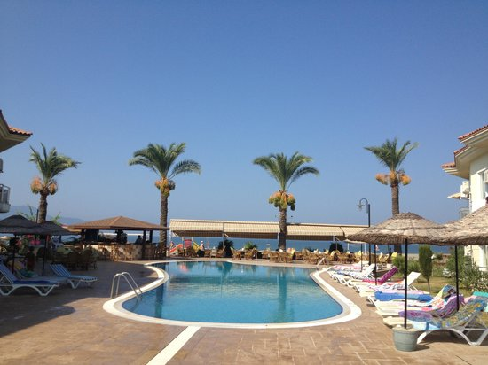 Sunset Beach Club: Pool Bar