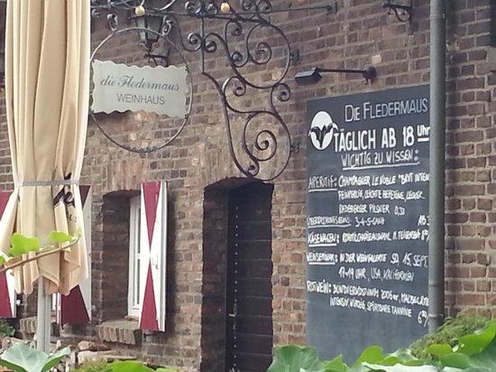 Pulheim, Tyskland: Die Fledermaus Eingangsbereich von der Terrasse