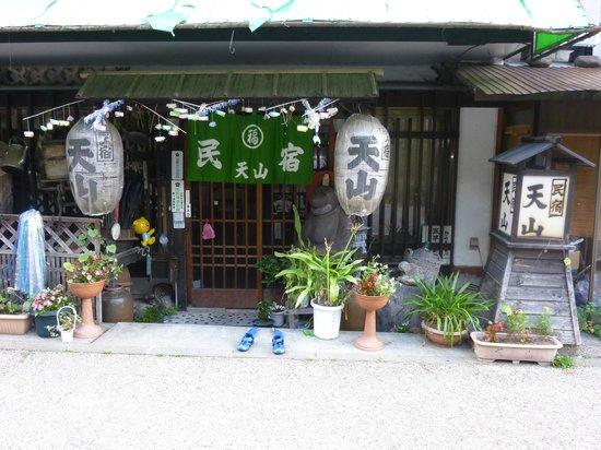 Minshuku Tenzan: 民宿「天山」玄関