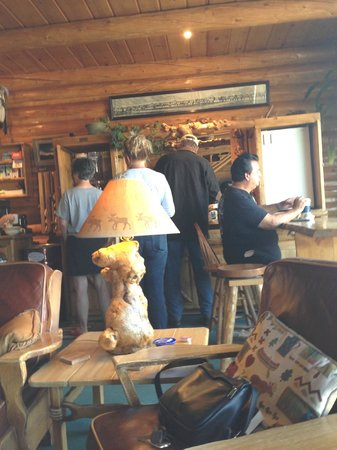 Twin Pines Lodge And Cabins: Lobby During Breakfast