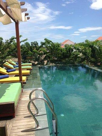 Hoi An Chic Hotel: la piscine