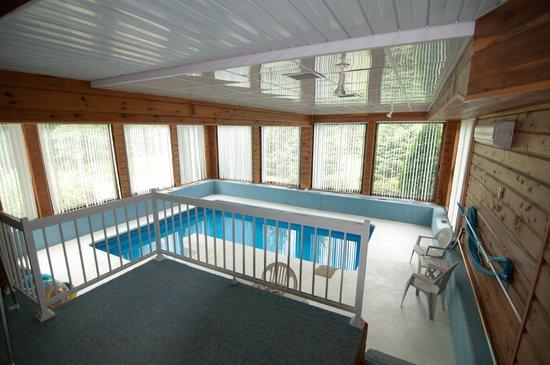 Gîte Soleil Levant : La piscine intérieure