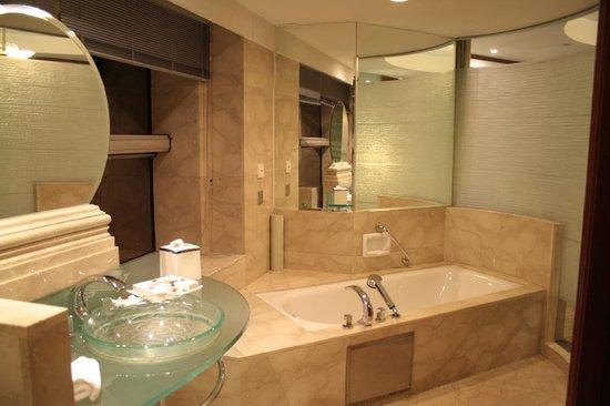 Tong Mao Hotel : Есть и ванная, и душ