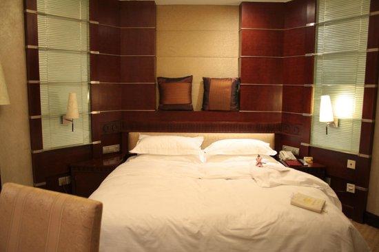 Tong Mao Hotel : Большая удобная кровать