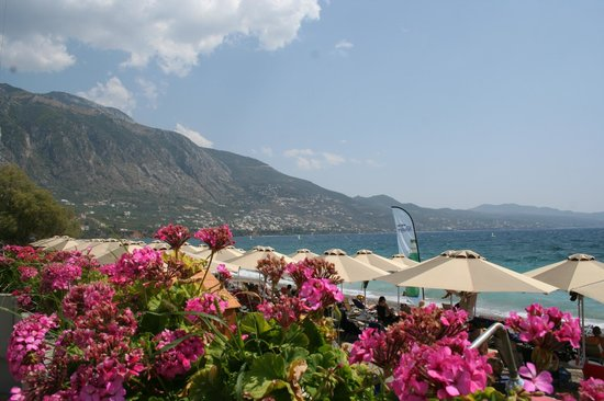 Elite City Resort: Nice beach and mountains Eastwards from Hotel