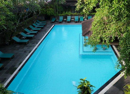 Hotel Puri Bambu: vue sur la piscine