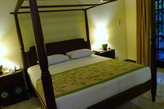 Hotel Puri Bambu: le grand lit