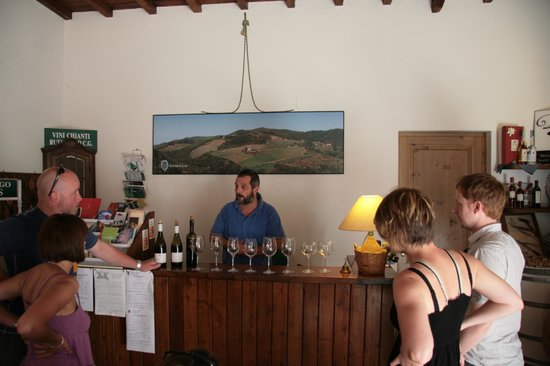 Fattoria Il Lago : Reception - a wine tasting
