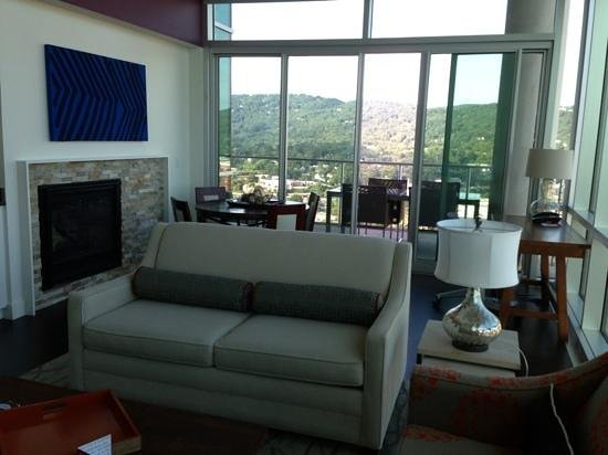 Hotel Indigo Asheville Downtown: Great Room With Balcony King Penthouse Suite