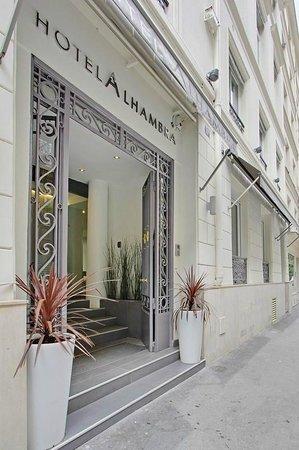 Hôtel Alhambra : entrance of hotel