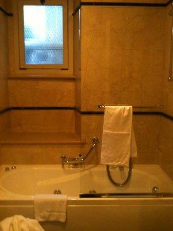 Hotel Degli Aranci: Bathroom, room 5