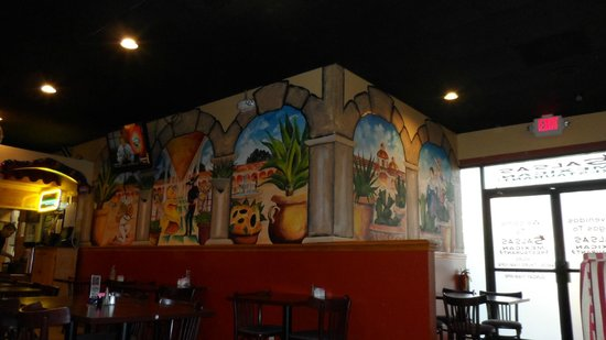 Salsitas Mexican Grill: cheerful mexican scenes on the walls.