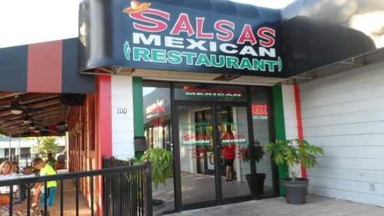 Salsitas Mexican Grill: Inviting entrance