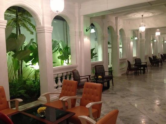 Museum Hotel: relaxing area ground floor