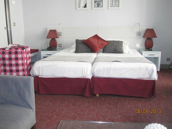 Hotel Paris Bastille: beds
