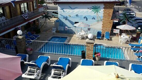 Florentine Family Motel: pool area from room 304 balcony