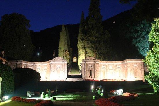 Villa d'Este: Gardens at night