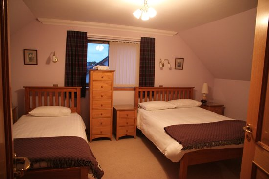 Ross Villa B&B: Triple room