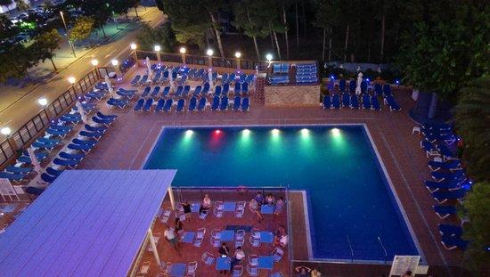 Univers Hotel : Zwembad