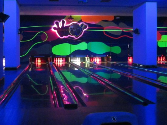 ‪Genting Bowl - Glow in the Dark Bowling‬