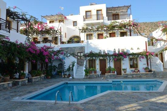 Villa Diktynna : Around the Pool