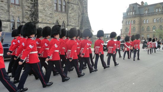 Changing of the Guard: Relève de la garde