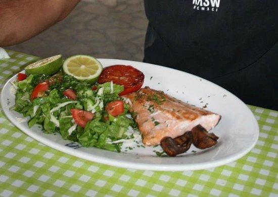 Classic Car Restaurant : Grilled salmon