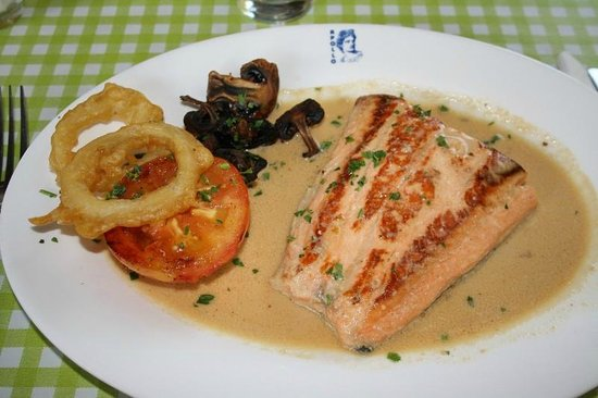 Classic Car Restaurant : Salmon in Cream