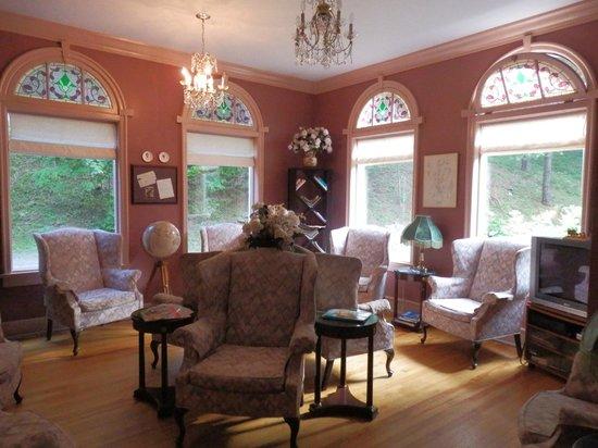 Braeside Inn: Sala de leitura