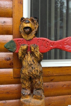 Alaska Redfish Lodge: Our own cabin bear!