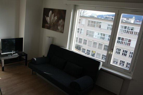 Letzigrund - Apartments: sofabed in living room
