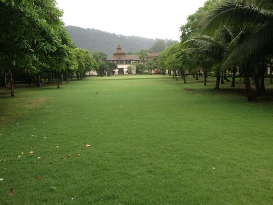 Layana Resort and Spa: Lovely garden to walk around