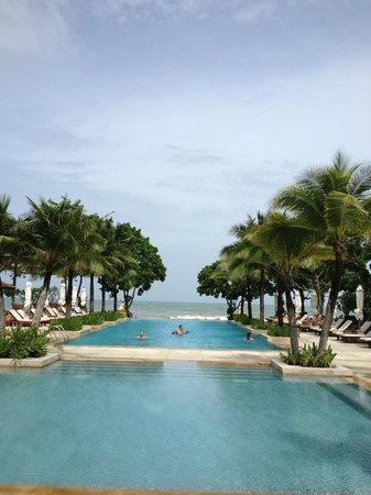 Layana Resort and Spa: Lovely pool with staff at hand for your every whim
