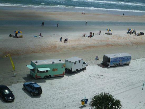 Days Inn Daytona Oceanfront: Rentals short distance on beach