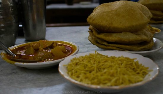 Chhotu Motu Joshi Sweet Shop: the delicious food