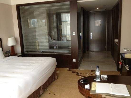 Howard Johnson Shipu Plaza Ningbo: 17th Floor comfy and well equipped room