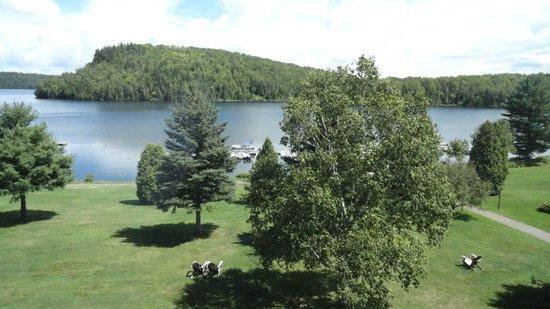Auberge du Lac-a-l'Eau-Claire : vue de la chambre