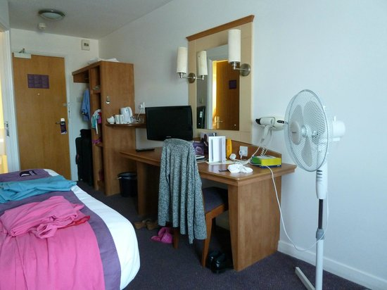 Premier Inn Isle Of Wight (Newport) Hotel: No drawers & 3 electric sockets