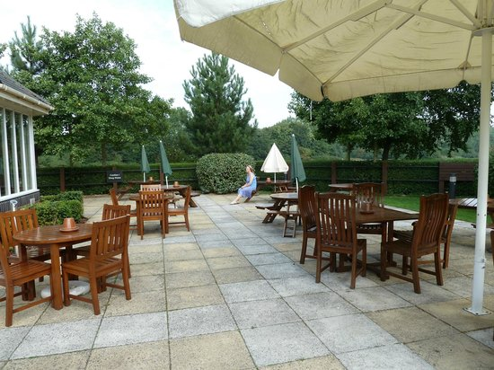 Premier Inn Isle Of Wight (Newport) Hotel: Patio overlooks the river