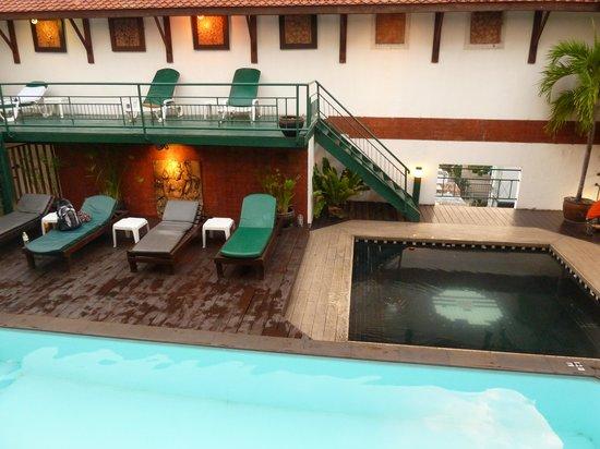 Pinnacle Lumpinee Park Hotel: Piscina y Jakuzzi