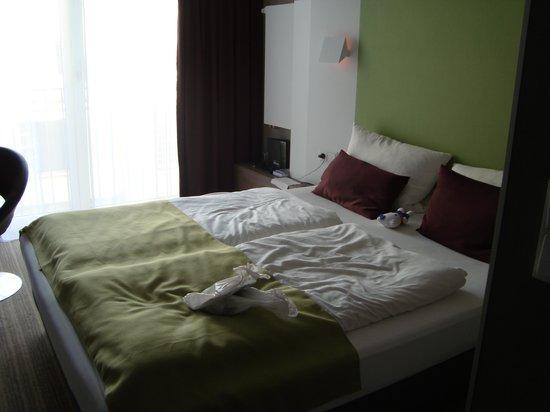 Hotel Demas City: Letto camera 207