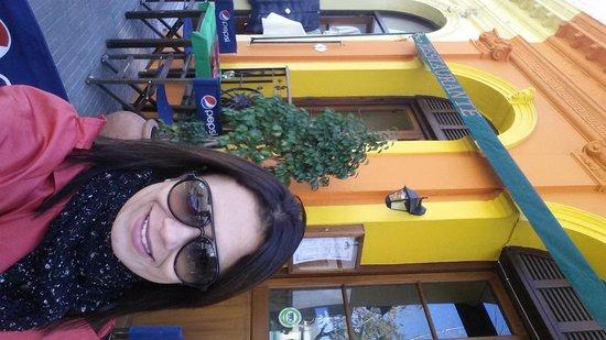 Viejo Barrio Restaurant and Bar : mesas na rua