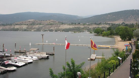 Penticton Lakeside Resort Convention Centre & Casino: balcony view of the lake