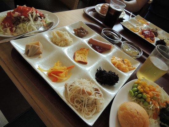 Nishitetsu Resort Inn Naha: 朝食