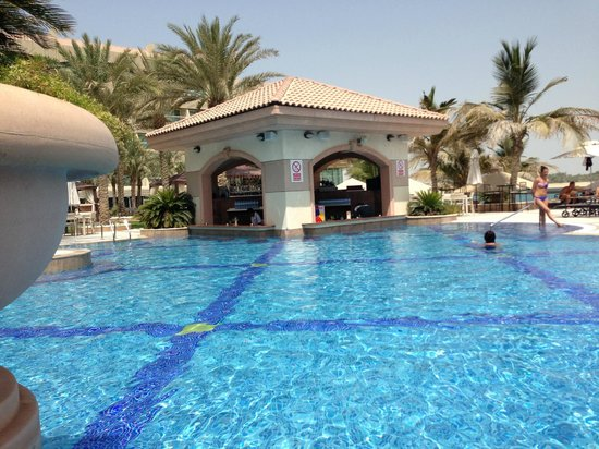 Al Raha Beach Hotel: pool bar