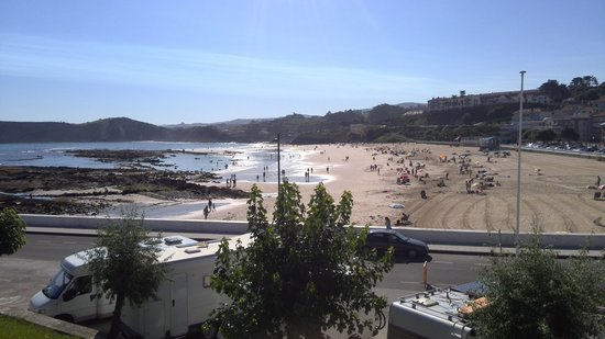 Faro de Comillas: El Faro beach view.