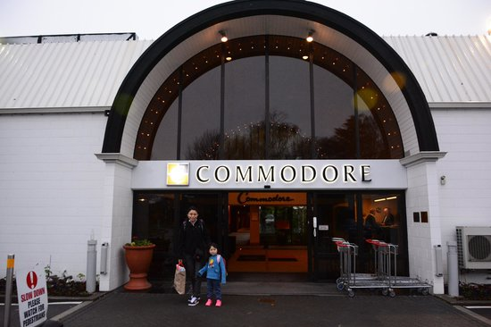 Commodore Airport Hotel, Christchurch: The front door